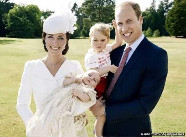 Королевская чета с сыном и дочерью